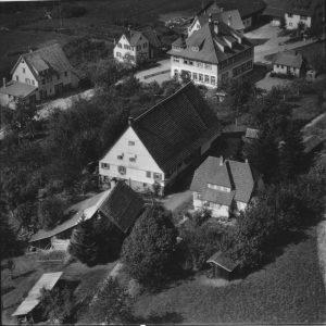 Luftaufnahme 1958 Haus Nr. 14 in der Mitte
