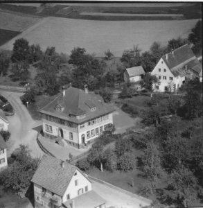 Luftaufnahme vom Schulhaus 1958
