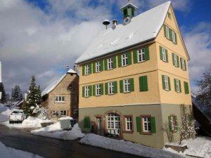 Schul- und Rathaus Nr. 44