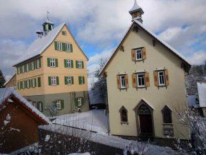 Schulhaus und Kapelle Januar 2021