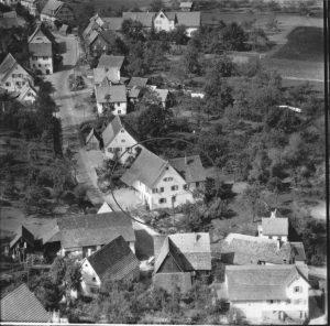 Luftaufnahme 1958, Haus Nr. 26 im Kreis