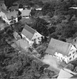 Luftaufnahme 1958, Haus Nr. 27 im Kreis