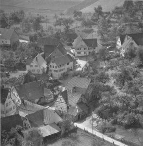 Luftaufnahme 1958, Haus Nr. 43 in Verbund mit Nr. 42