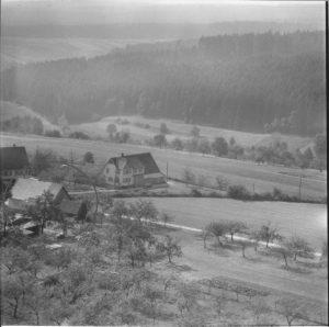 Luftbild 1958. Haus Nr. 56 im Kreis